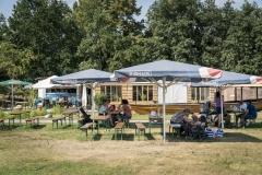In wenigen Minuten zu Fuß von Schloss Rheinsberg zum Reichstag - Miniaturen im Modellpark Berlin-Brandenburg zeigen ganz neue, überraschende Perspektiven. Essen und Trinken gibt es hier im Modellpark Cafe